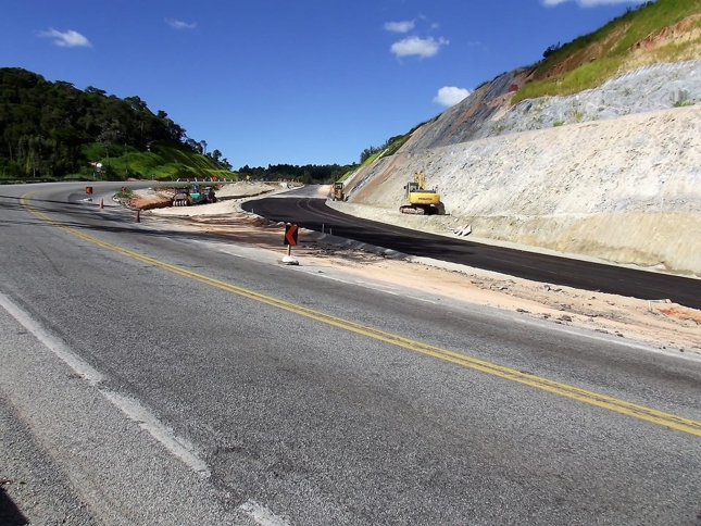 Alguns pontos da BR-381 com sinalização alterada, entre Antônio Dias e Belo Horizonte