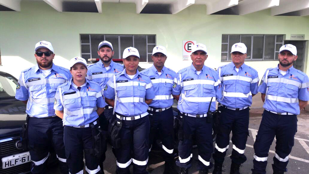 Agentes da Transita nas ruas com novos uniformes