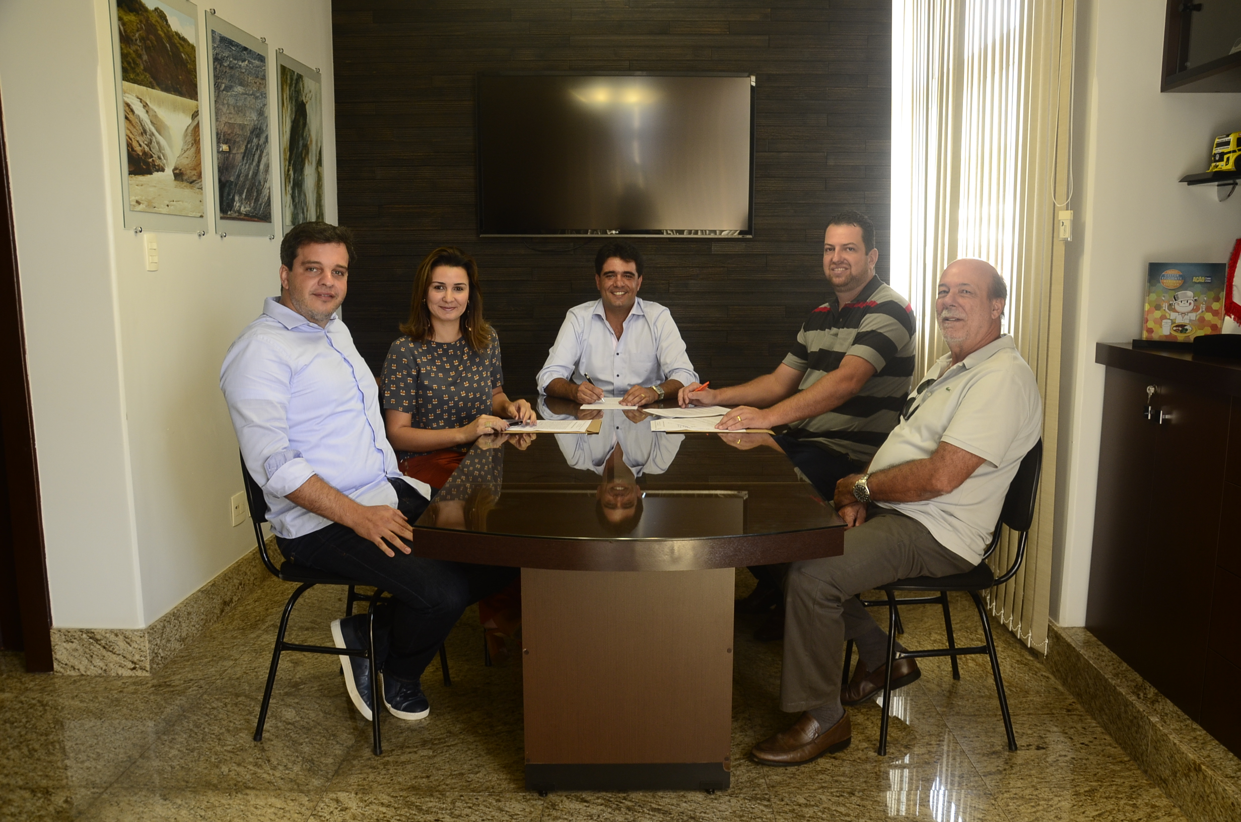 São Gonçalo do Rio Abaixo concede terreno e isenção fiscal para doceria construir fábrica no município