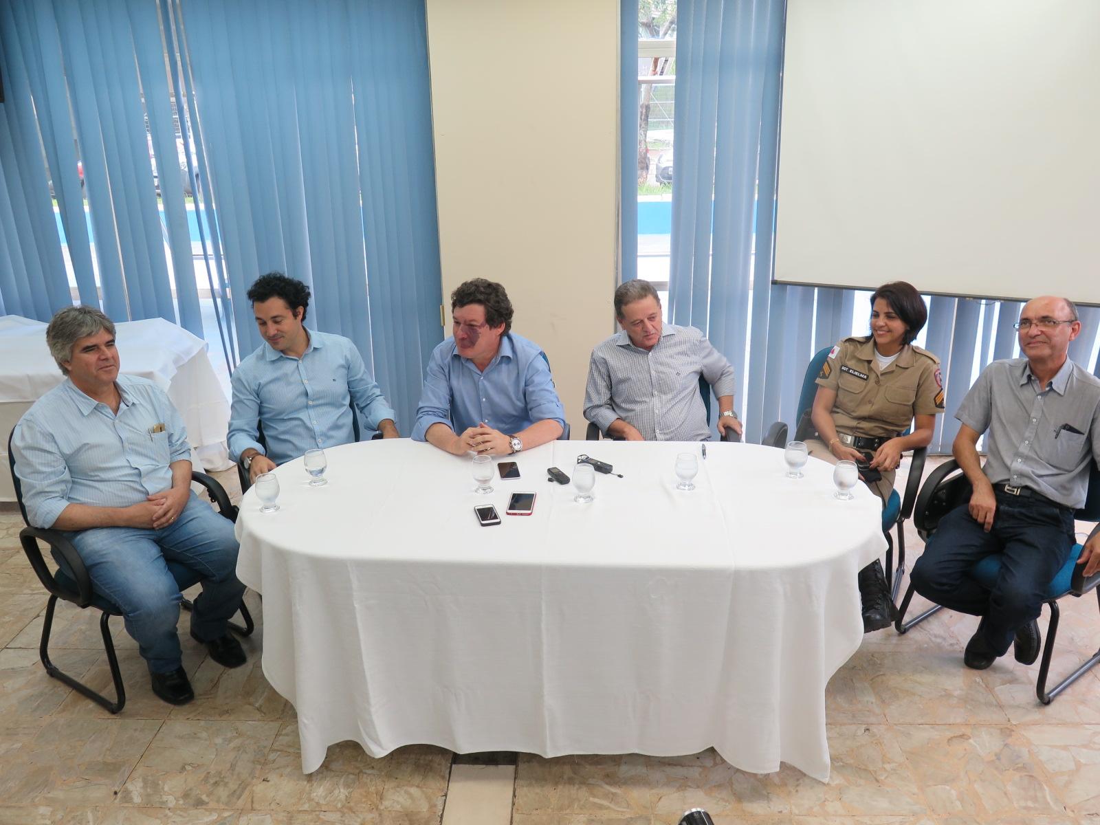 Em Itabira, deputados comemoram implantação do Colégio Tiradentes