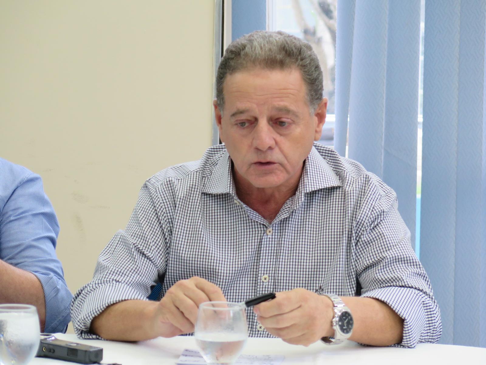Prefeitura pagará uniforme e livros de alunos carentes do Grisolia no Colégio Tiradentes