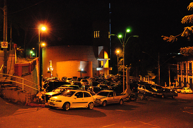 Campanha alerta motoristas contra estacionamento irregular na Catedral Diocesana