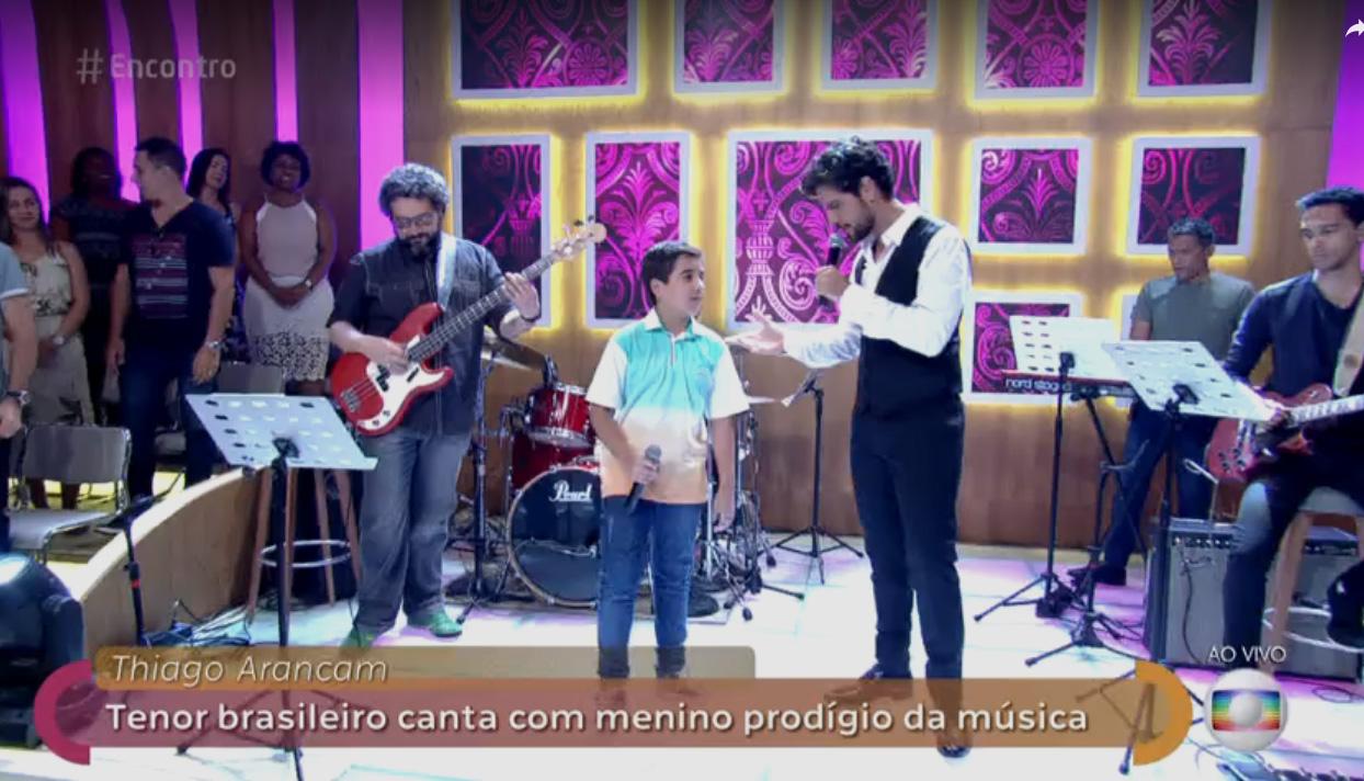 Itabirano Davi Efraim canta com Thiago Arancam na TV Globo