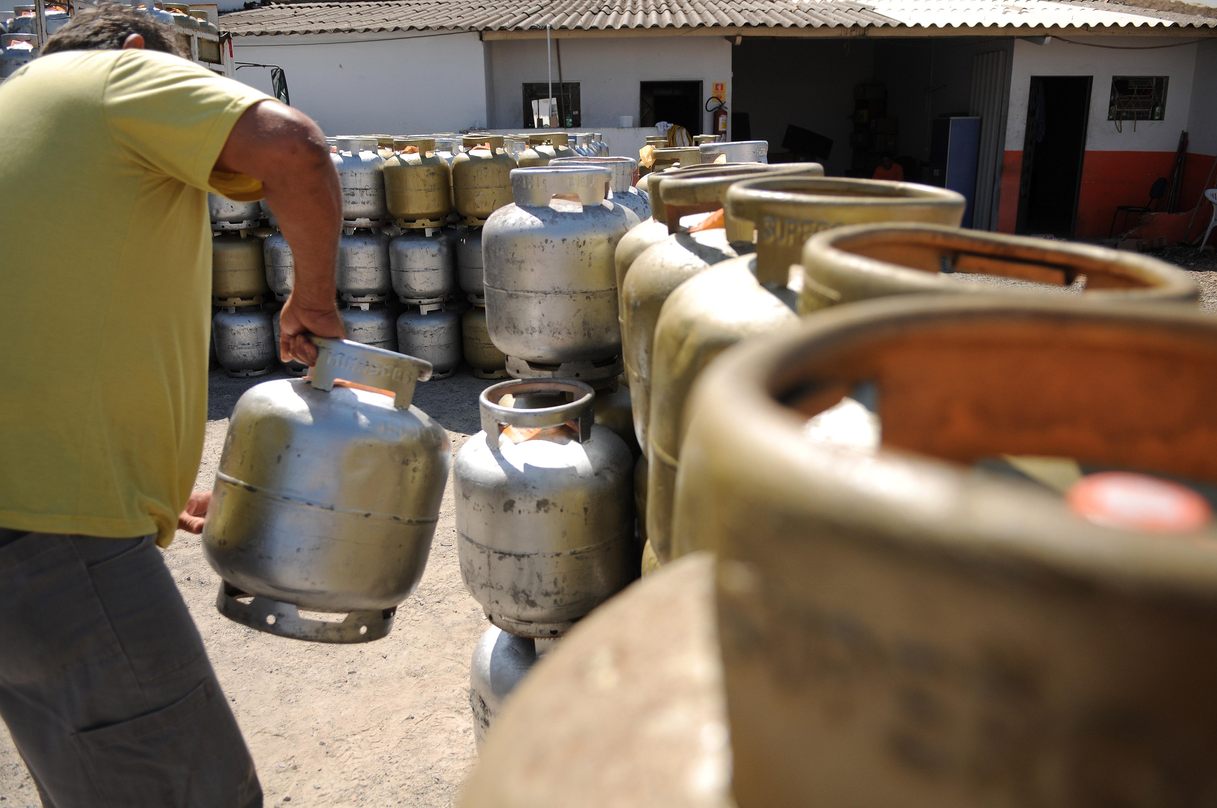 Preço do gás de cozinha cai 5% nas refinarias a partir desta sexta