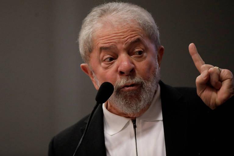 Preso há 1 ano, Lula mantém PT sob controle e orienta ação da sigla