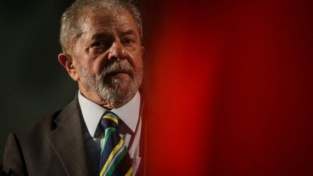 TRF-4 mantém condenação e aumenta pena de Lula para 12 anos de prisão