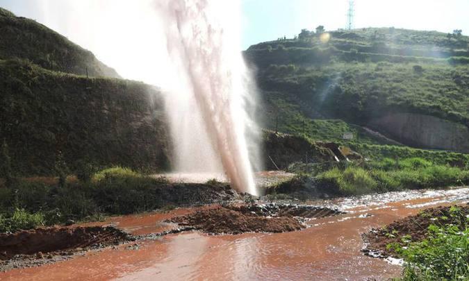 Anglo American faz testes com água após substituir parte danificada em mineroduto