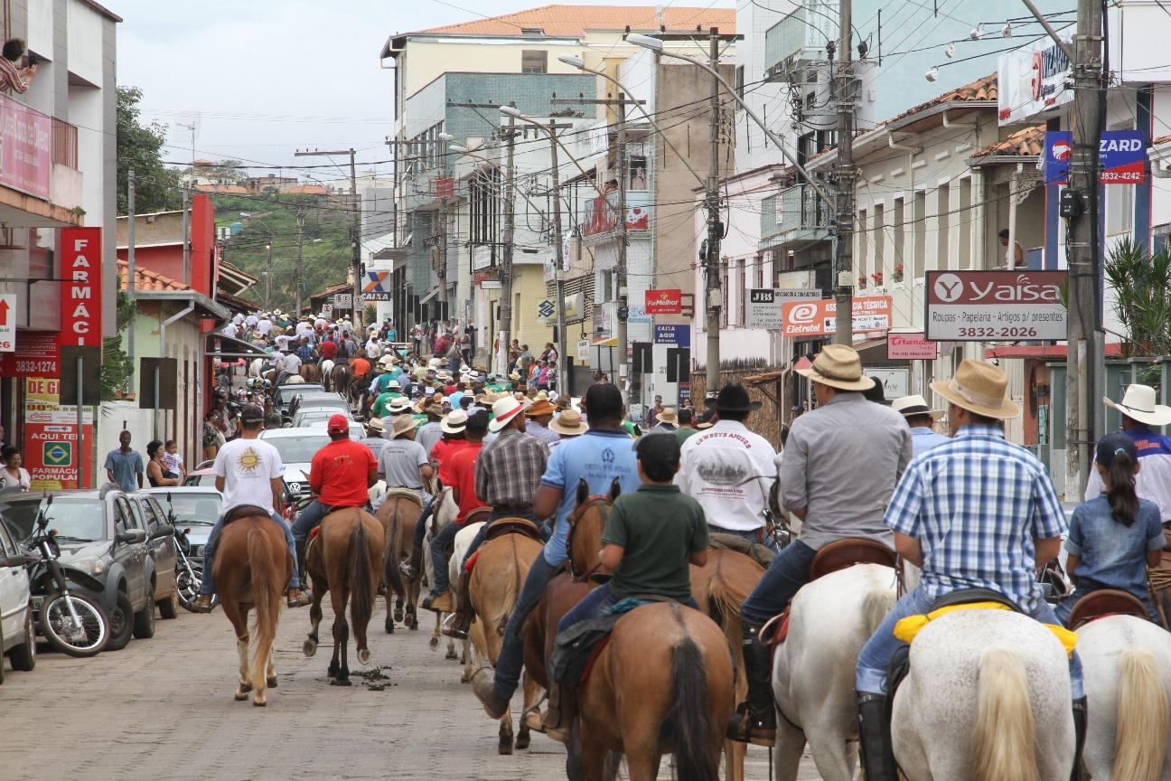 Tropeiros partem de Santa Bárbara abrindo a 15ª cavalgada a Ipoema