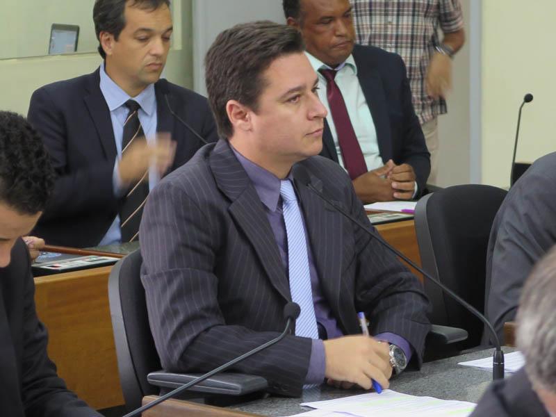 'Eu estou enojado com a política de Itabira', diz líder do governo Ronaldo na Câmara