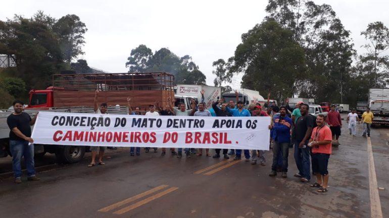 Grupo agenda manifestação pró-caminhoneiros em Conceição do Mato Dentro