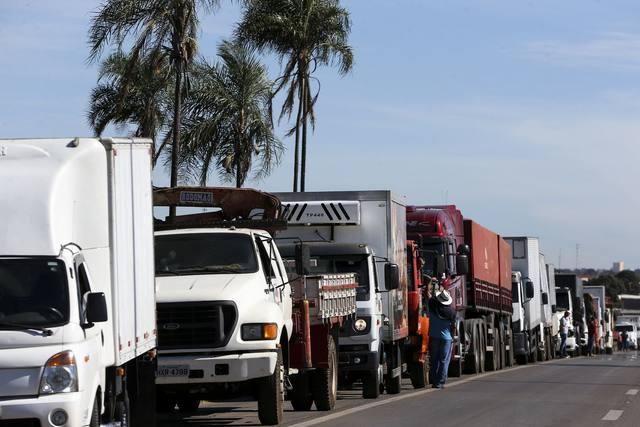 Manifestações de caminhoneiros se mantêm pelo 8º dia em Minas Gerais