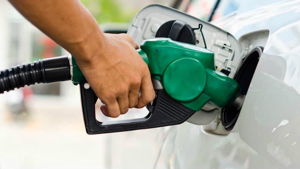 Petrobrás aumenta em 0,74% preço da gasolina nas refinarias