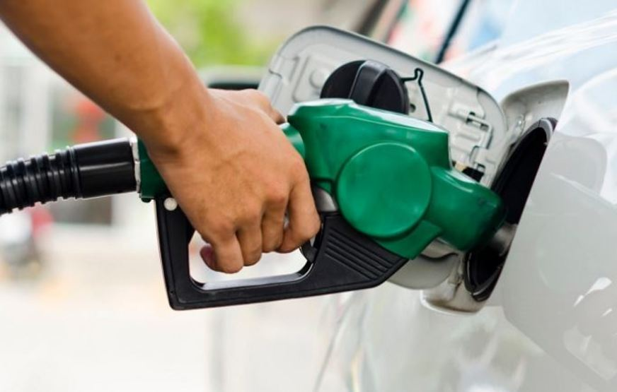Ministro diz que preço do diesel cairá R$ 0,46 a partir desta sexta-feira