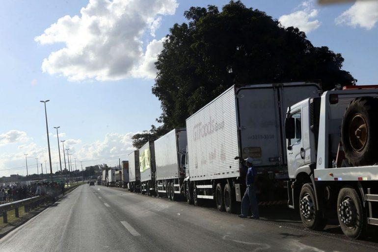 PRF diz que identifica 'falsas lideranças' em bloqueios de BRs
