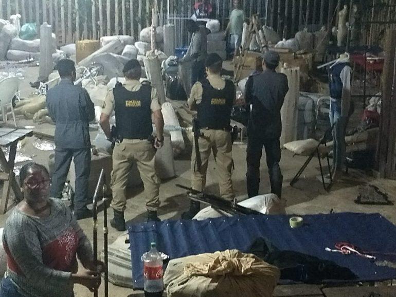 Bombeiros fecham feira de malhas por falta de segurança