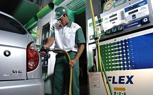 Ministro diz que governo não estuda subsídio para a gasolina