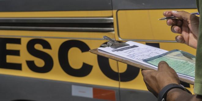 Vans e micro-ônibus do transporte escolar passam por vistoria em Itabira
