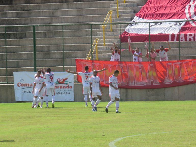 Jogadores do VEC não escondem predileção por gramado de São Gonçalo do Rio  Abaixo - Foto  Rodrigo Andrade DeFato d60b89208dc8a