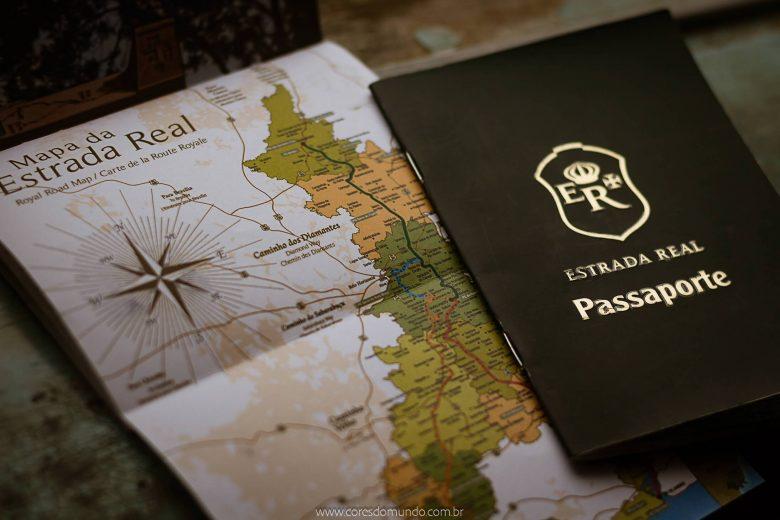 Passaporte Estrada Real registra passos de viajantes pela rota turística