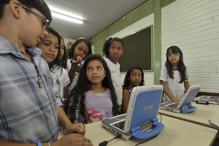 Lousa digital, carteiras eletrônicas e animações em 3D: ferramentas da escola do futuro