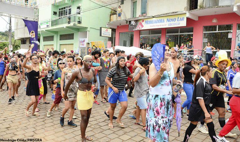 Blocos garantem a animação em São Gonçalo do Rio Abaixo