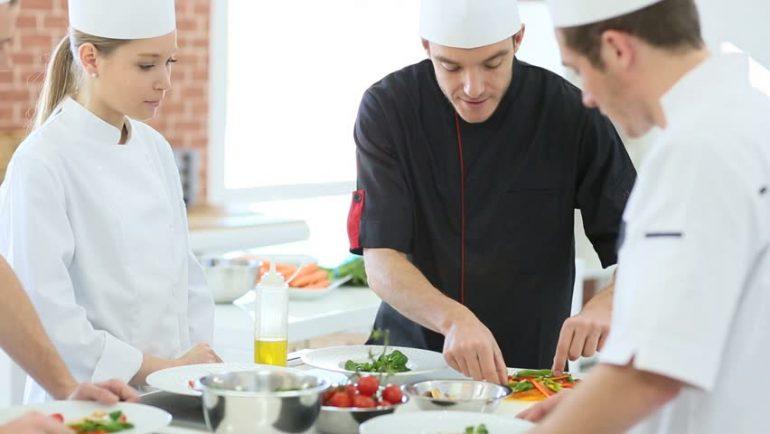 Empresa contrata saladeira líder para atuar em Itabira