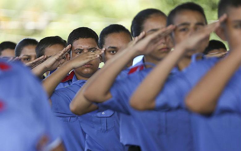 https://defatoonline.com.br/wp-content/uploads/2019/08/Escola-militarizada.jpg