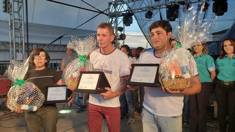 Vencedores da XIX Festa do Vinho de Catas Altas recebem prêmios