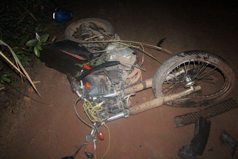 Moto roubada é recuperada após assaltantes baterem em viatura da Polícia Rodoviária
