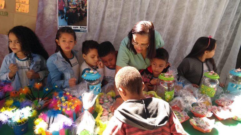 Rede Municipal de Educação de Santa Bárbara realiza feiras de empreendedorismo