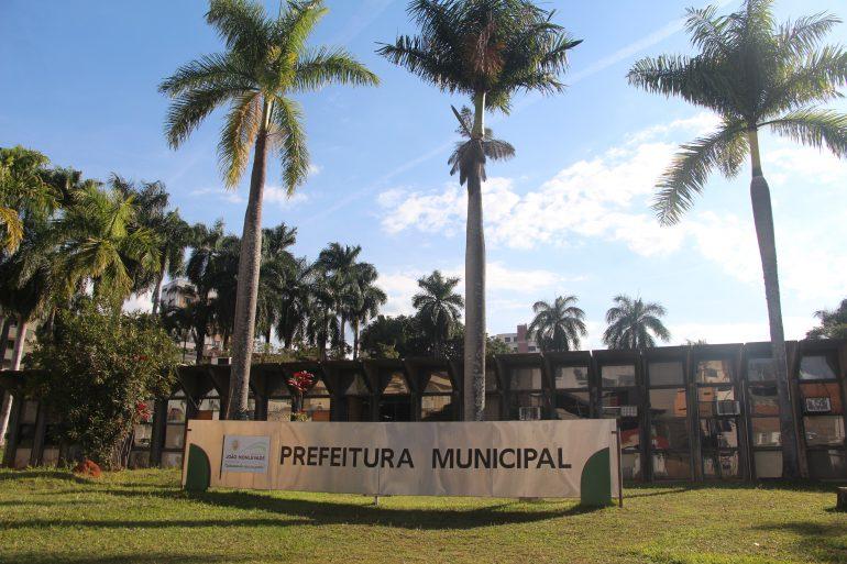 Prefeitura de Monlevade afirma que regularizou pagamento de férias de servidores