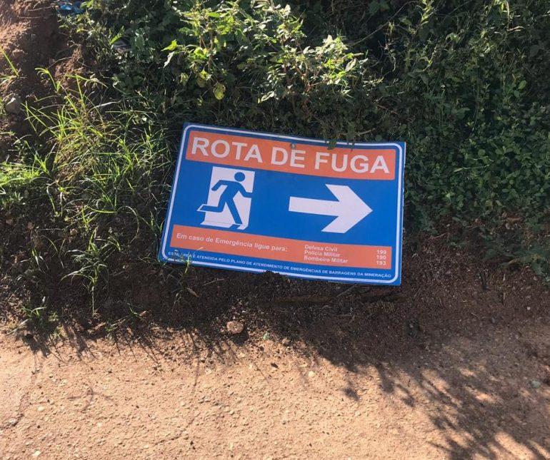 Placas de rotas de fuga voltam a ser alvo de vândalos em São Gonçalo do Rio Abaixo