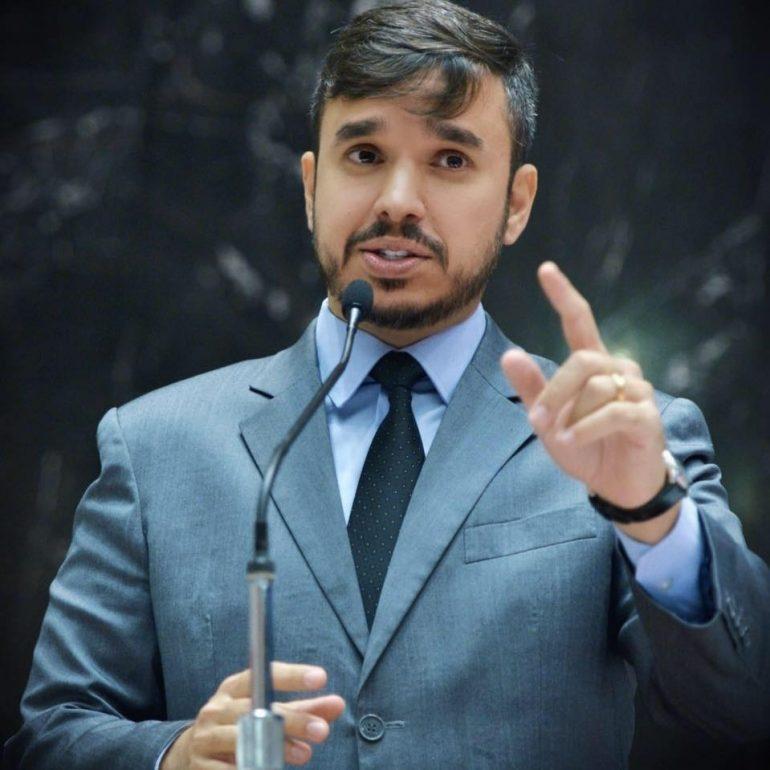 Conheça o candidato e suas propostas: Léo Portela