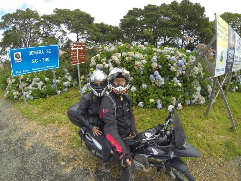 Amor e adrenalina: casal itabirano prepara lua de mel sobre duas rodas