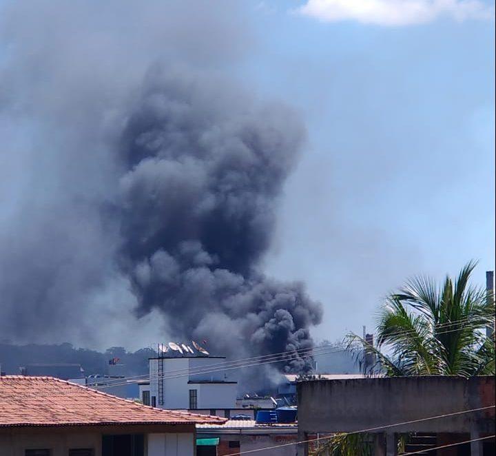 Fumaça na Usiminas em Ipatinga assusta moradores
