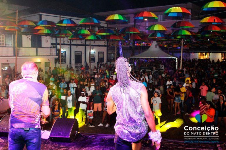 Primeiro dia de Carnaval em Conceição do Mato Dentro agita foliões