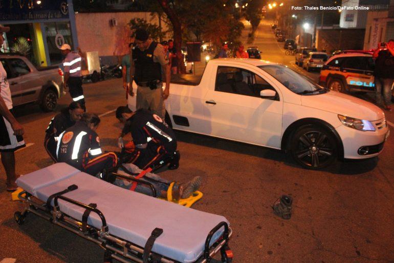 Motociclista fica ferido ao bater em caminhonete na avenida Ipiranga