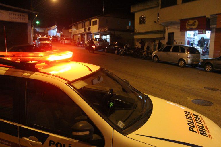 Bandidos assaltam loja e levam motocicleta no bairro Bela Vista
