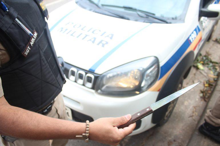Rapaz de 18 anos é preso após usar faca em assalto no Centro de Itabira