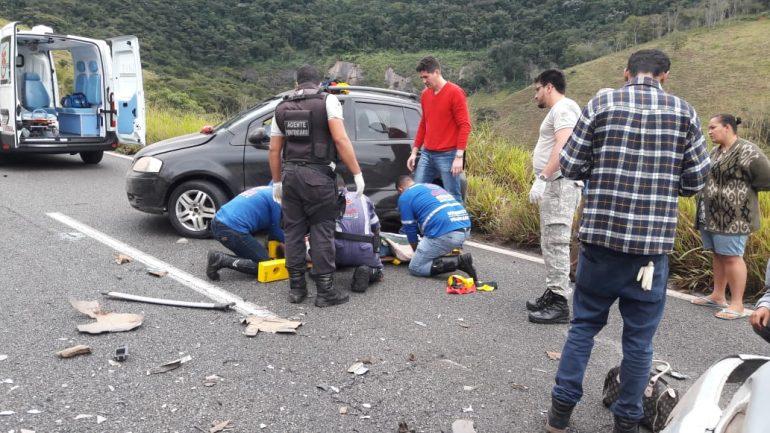 Acidente com carro de Itabira deixa quatro pessoas feridas na BR-381