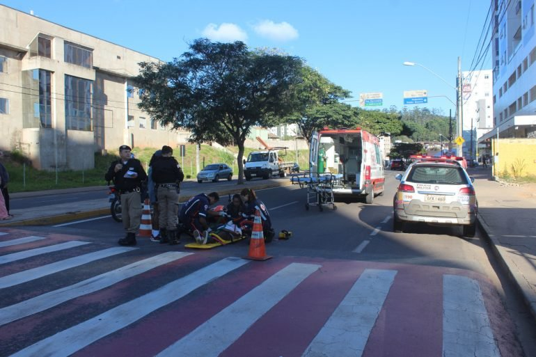 Idosa é atropelada enquanto atravessava na faixa de pedestre em Itabira