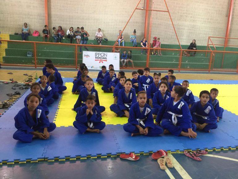 Torneio de judô movimenta crianças e adolescentes de Santa Bárbara