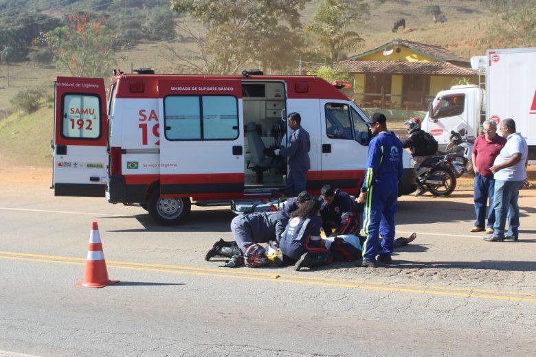 Após acidente de moto, vítima é encontrada caída na MG-129 com fratura exposta