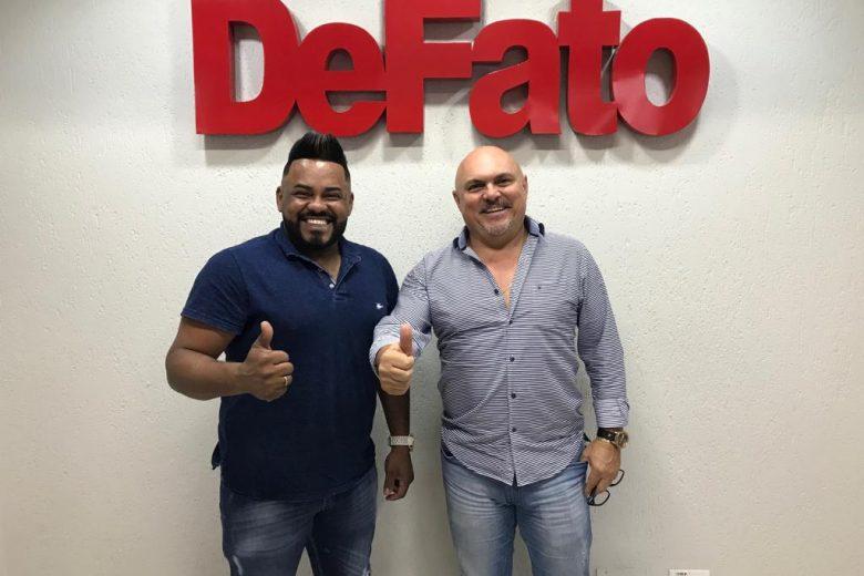 DeFato Fest terá show de abertura com cantor itabirano Miguel Oliveira