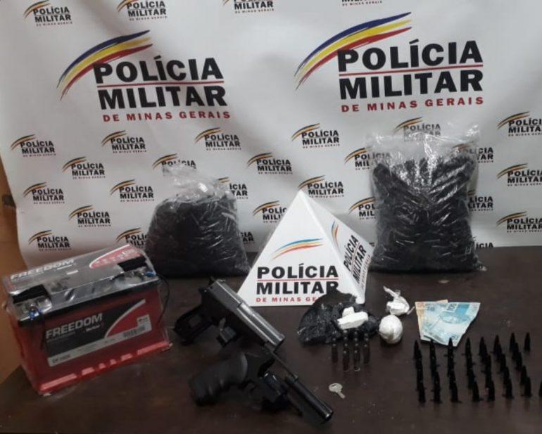 PM prende homem com revólver e drogas durante ação contra o tráfico em Santa Bárbara