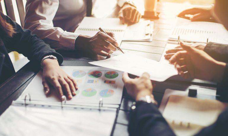 Empresa contrata profissionais da área administrativa em Itabira