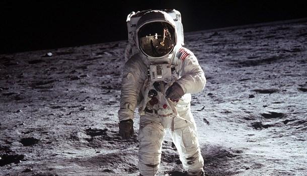 Pesquisa aponta que 26% dos brasileiros não acreditam que homem foi à Lua; 7% acham que a Terra é plana