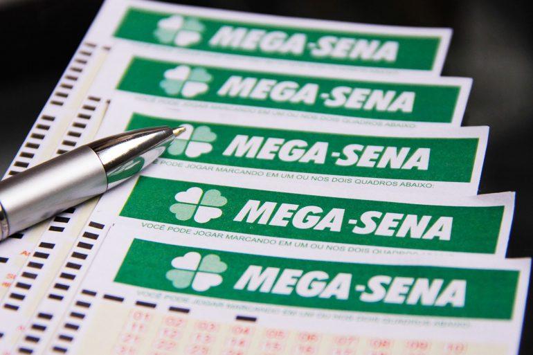Ninguém acerta as seis dezenas da Mega-Sena e prêmio vai a R$ 12 milhões