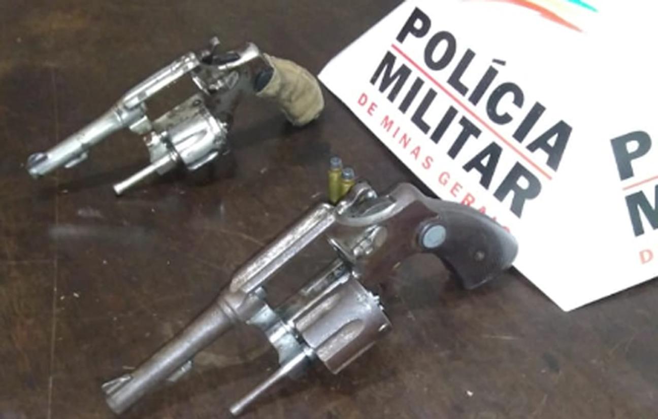 Adolescente de 16 e rapaz de 18 são flagrados com armas em Santa Bárbara