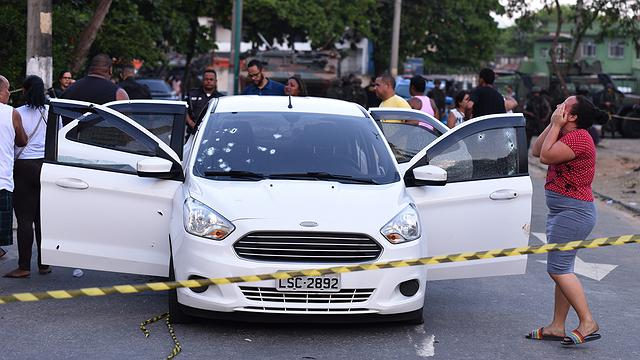 Catador baleado por militares do Exército morre no Rio
